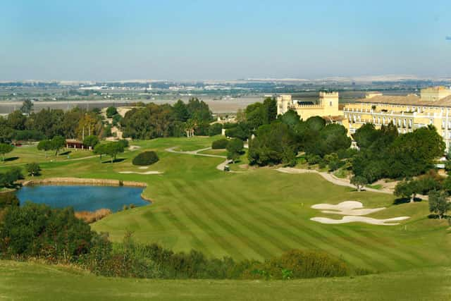 The main french golf tour operator golfy lands in cadiz for Hotel montecastillo golf